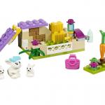 レゴフレンズでかわいいウサギ小屋でごっこ遊びができそうです。
